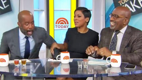 'Today Show' Hosts Scare The Life Out Of An Unsuspecting Darius Rucker | Country Music Videos