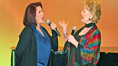 Debbie Reynolds & Carrie Fisher's Rare Duet Will Leave You In Tears | Country Music Videos