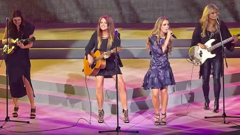 Three Women Start Singing 'Delta Dawn' – Suddenly The Fourth One Joins In & It's Magic | Country Music Videos