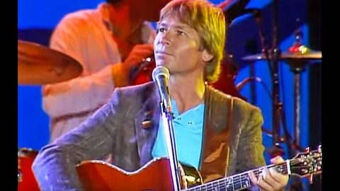 John Denver & Nitty Gritty Dirt Band Enchant With Live 'Back Home Again' | Country Music Videos