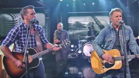 Luke Bryan & Dierks Bentley Pay Tribute To Merle Haggard With 'Ramblin' Fever' | Country Music Videos