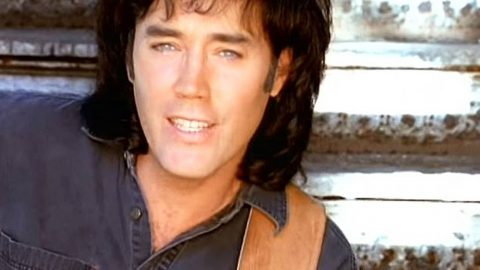 David Lee Murphy Performs Toe-Tapping #1 Hit 'Dust On The Bottle' | Country Music Videos