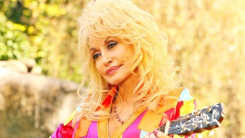 Dolly Parton Reveals Difficulties Performing Since Her Mother's Death | Country Music Videos