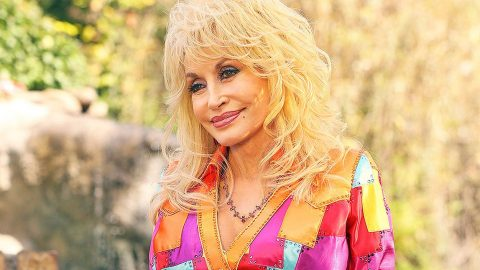 Dolly Parton's 'Coat Of Many Colors' Continues To Dominate TV Ratings | Country Music Videos