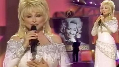 Dolly Partons – Coat of Many Colors (75th Grand Ole Opry Performance) (WATCH) | Country Music Videos