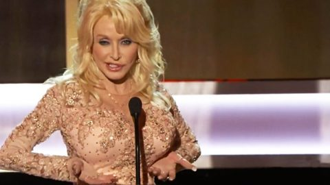 Dolly Parton Busts Out Hysterical Speech At SAG Awards | Country Music Videos