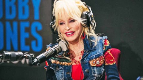 Dolly Parton Tells Hilarious Story About Entering A Dolly Parton Look-Alike Contest | Country Music Videos