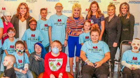 Dolly Parton Donates $1 Million To Children's Hospital In Honor Of Her Niece | Country Music Videos
