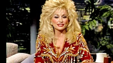 Dolly Parton's Childhood: Few Christmas Toys, Lots of Love (Johnny Carson) (VIDEO) | Country Music Videos