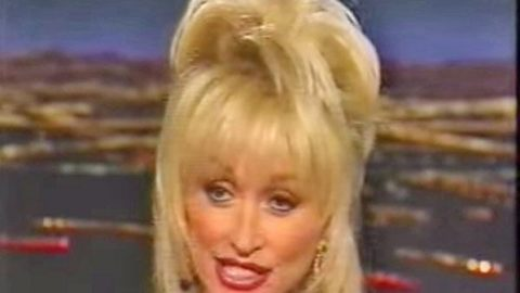 """Dolly Parton – """"Hair-Raising"""" Experiences (Exclusive Interview!) 