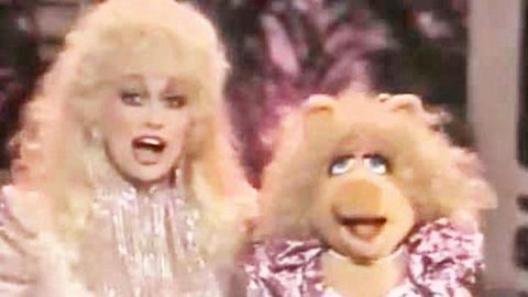 Dolly Parton and Miss Piggy (Miss Piggy Goes Country) (VIDEO) | Country Music Videos