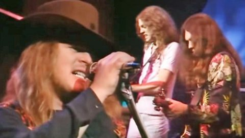Twice As Nice: Lynyrd Skynyrd Mashes 'Double Trouble' & 'I Ain't The One' Into One Rockin' Medley | Country Music Videos