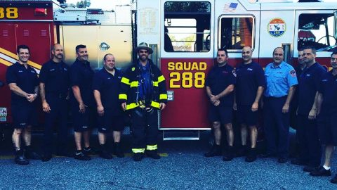 Country Star Honors Fallen 9/11 Firemen With Performance At Fire Station In New York | Country Music Videos