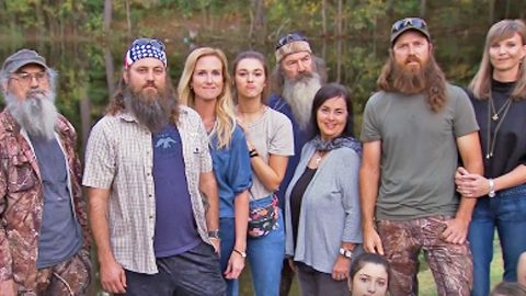 'Duck Dynasty' Family Reacts To Unexpected Cancellation | Country Music Videos
