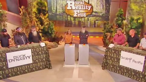 'Duck Dynasty' Goes Against 'Swamp People' In Hysterical Family Feud Game | Country Music Videos