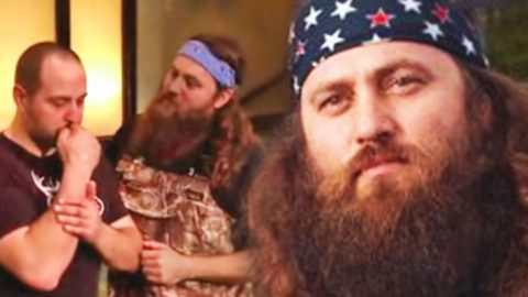 Willie Robertson Gives Passionate Baptism to Friend Battling Cancer | Country Music Videos