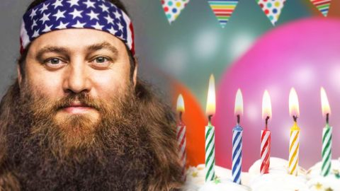 Willie Robertson Blasts Off For Birthday (Funny!) | Country Music Videos