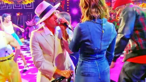 Dustin Lynch Gives Cassadee Pope A Chair Dance In Sexy New Lip Sync Battle   Country Music Videos
