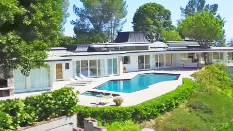 Elvis Presley's Former Estate Up For Rent At Wild Price | Country Music Videos