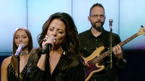 Sara Evans & 14-Year-Old Daughter Light Up The Stage With Fiery Performance | Country Music Videos