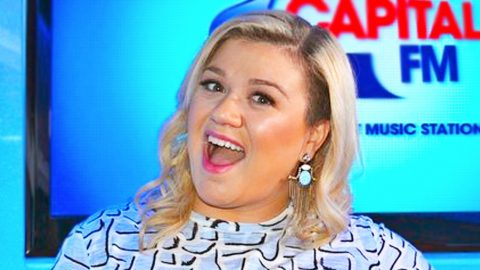 Kelly Clarkson Shares First Pics Of New Son | Country Music Videos