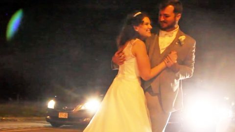 Newlyweds Powerfully Join Arms In Emotional First Dance During Traffic Jam | Country Music Videos