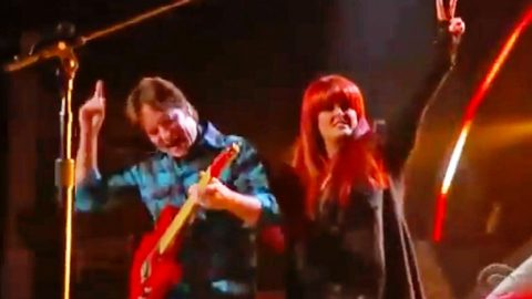 Classic Rocker John Fogerty Meets Wynonna Judd For Unbelievable CCR Inspired Duet | Country Music Videos