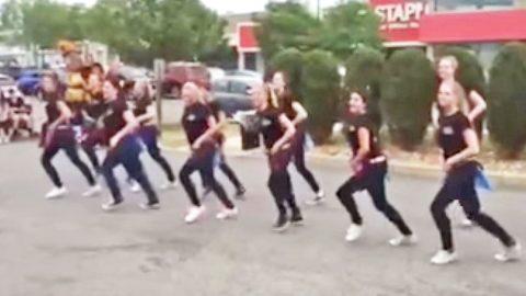 Texas Roadhouse Workers Craft Elaborate Line Dance To Blake