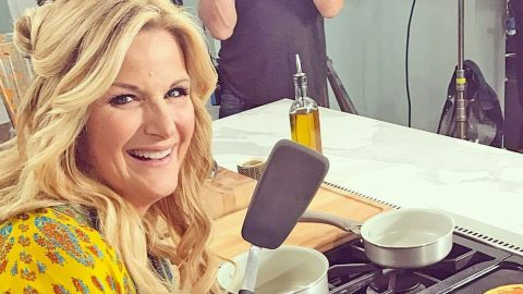 5 Times Trisha Yearwood's Sense Of Humor Had Everyone Laughing Out Loud   Country Music Videos