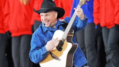 Garth Brooks' Record-Breaking Ticket Sales Reach 65,000 In Just ONE Hour! | Country Music Videos