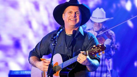 Garth Brooks Shatters Another Ticket Sale Record | Country Music Videos