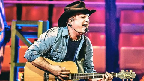Garth Brooks Adds Additional Tour Dates | Country Music Videos
