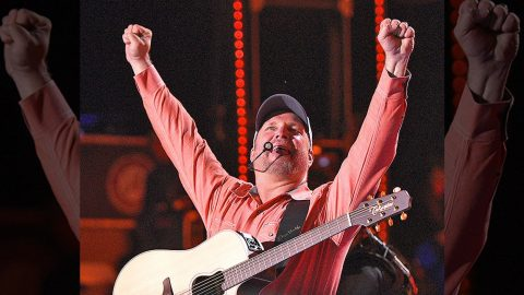Garth Brooks Ties Down Monumental Inaugural Event | Country Music Videos