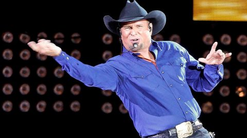 Garth Brooks Brings Special Guest Onstage For Surprise Duet – You Won't BELIEVE Who It Is!   Country Music Videos