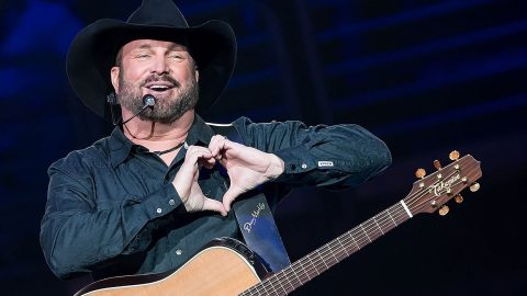 Garth Brooks Comically Compares Concerts To Lovemaking In Unexpected Interview | Country Music Videos
