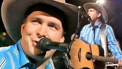 Garth Brooks – Much Too Young (To Feel This Damn Old) (1989) (LIVE) (VIDEO) | Country Music Videos