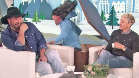 Garth Brooks' Reaction To Being Scared By Ellen Is Not At All What You'd Expect   Country Music Videos