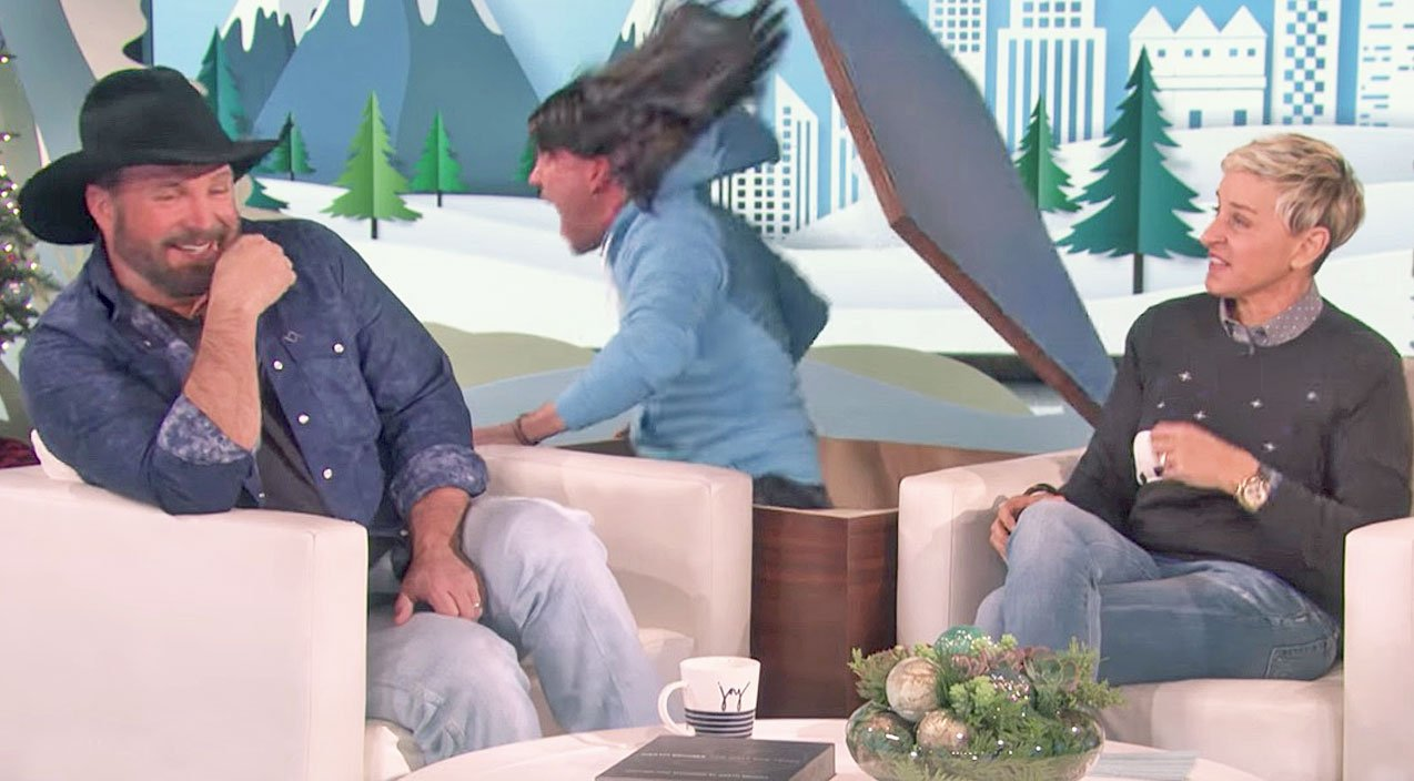 Garth Brooks Reacts To Being Scared By Ellen