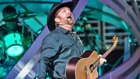 Garth Brooks Reaches Remarkable Career Milestone After Years Of Hard Work | Country Music Videos
