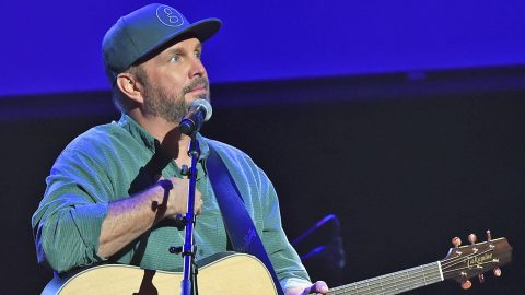 Garth Brooks Pays Tribute To Las Vegas Victims In Special Way During Concert | Country Music Videos