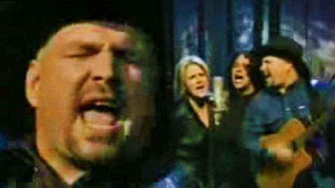 Garth Brooks – Who'll Stop the Rain (feat. Trisha Yearwood) (VIDEO) | Country Music Videos