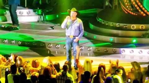 Garth Brooks – Shameless (LIVE in Concert) | Country Music Videos