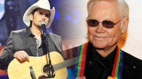 "Brad Paisley Covers George Jones' ""Bartender's Blues"" (LIVE 2008 Kennedy Center Honors) (VIDEO) 