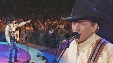 """George Strait's Amazing Performance of """"Blue Clear Sky"""" Live At The Astrodome 