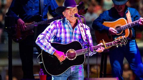 George Strait Electrifies Crowd With Killer Performance Of 'Unwound' | Country Music Videos