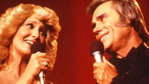 George Jones and Tammy Wynette – Mr. & Mrs. Santa Claus (VIDEO)   Country Music Videos