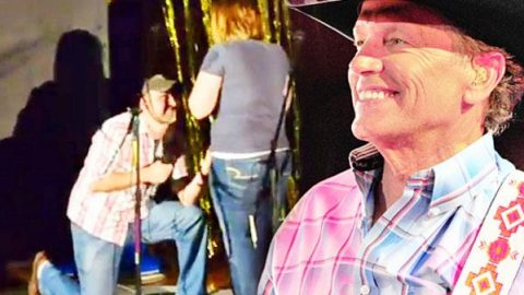 """Country Boy Proposes To His Girlfriend Singing George Strait's """"I Cross My Heart"""" (Romantic!) 