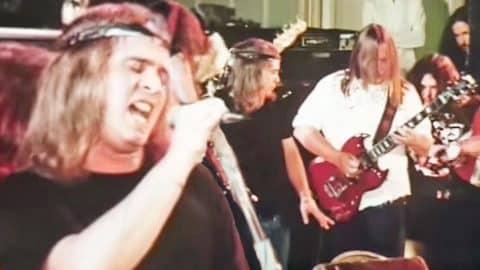 Electrifying Encore: Lynyrd Skynyrd Dazes & Amazes With Astonishing Performance Of 'Free Bird' | Country Music Videos