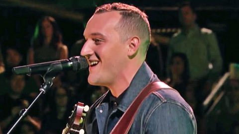 'Voice' Hopeful Charms The Coaches With Sultry Performance Of 'Die A Happy Man' | Country Music Videos