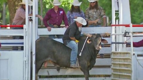 Duck Dynasty's Godwin Makes Frightening Attempt To Ride A Bull | Country Music Videos